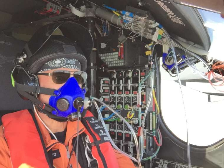 2015_04_21_Solar_Impulse_2_RTW_6th_Flight_Chongqing_to_Nanjing_Picture from the cockpit_06_thumb