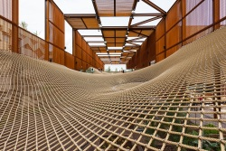 "EXPO 2015:  walking through the ""net"" of Brazilianpavillion"