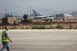 Russian SU-24 downed on Syrian-Turkish border  #russia #aircrash#syria