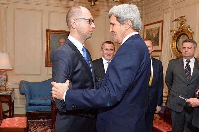 Secretary_Kerry_Greets_Ukrainian_Prime_Minister_Yatsenyuk_(13109821594)