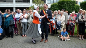 """The Mayor of Namur a former dancer of the local folkore's group """"Masuis and Cotelis"""" (c) """"masuis.be"""""""