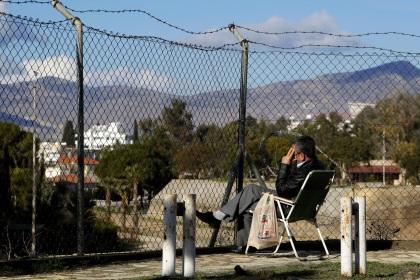 Juncker attends talks onCyprus
