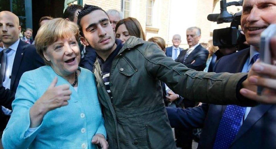 merkel-migrant-selfie