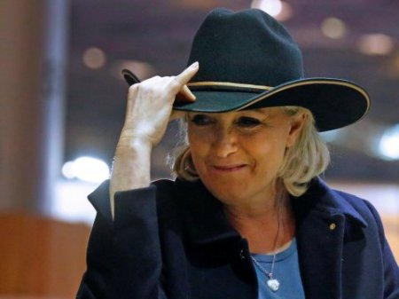 Marine Le Pen rejects to wear veil