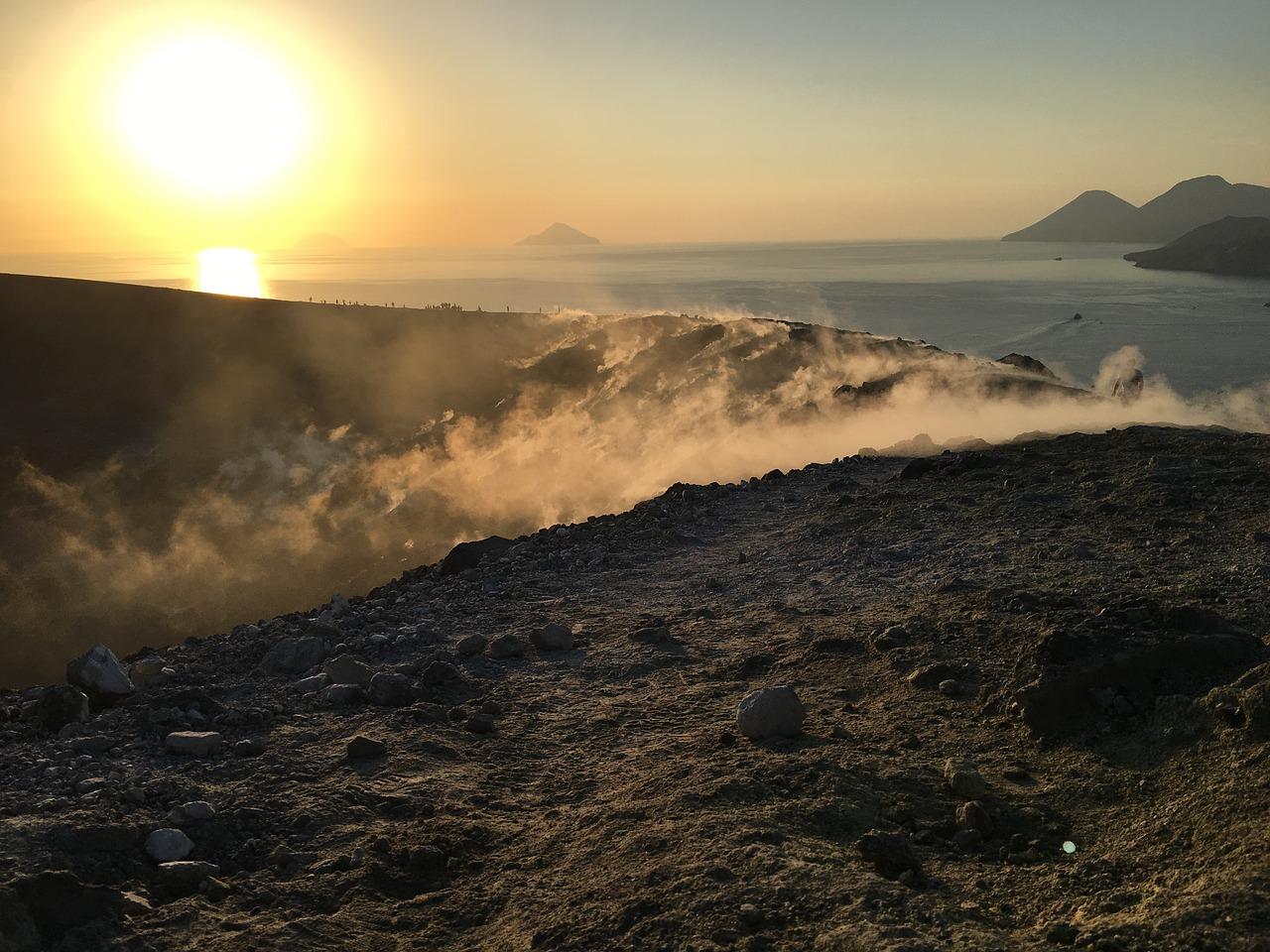 volcano-2621928_1280
