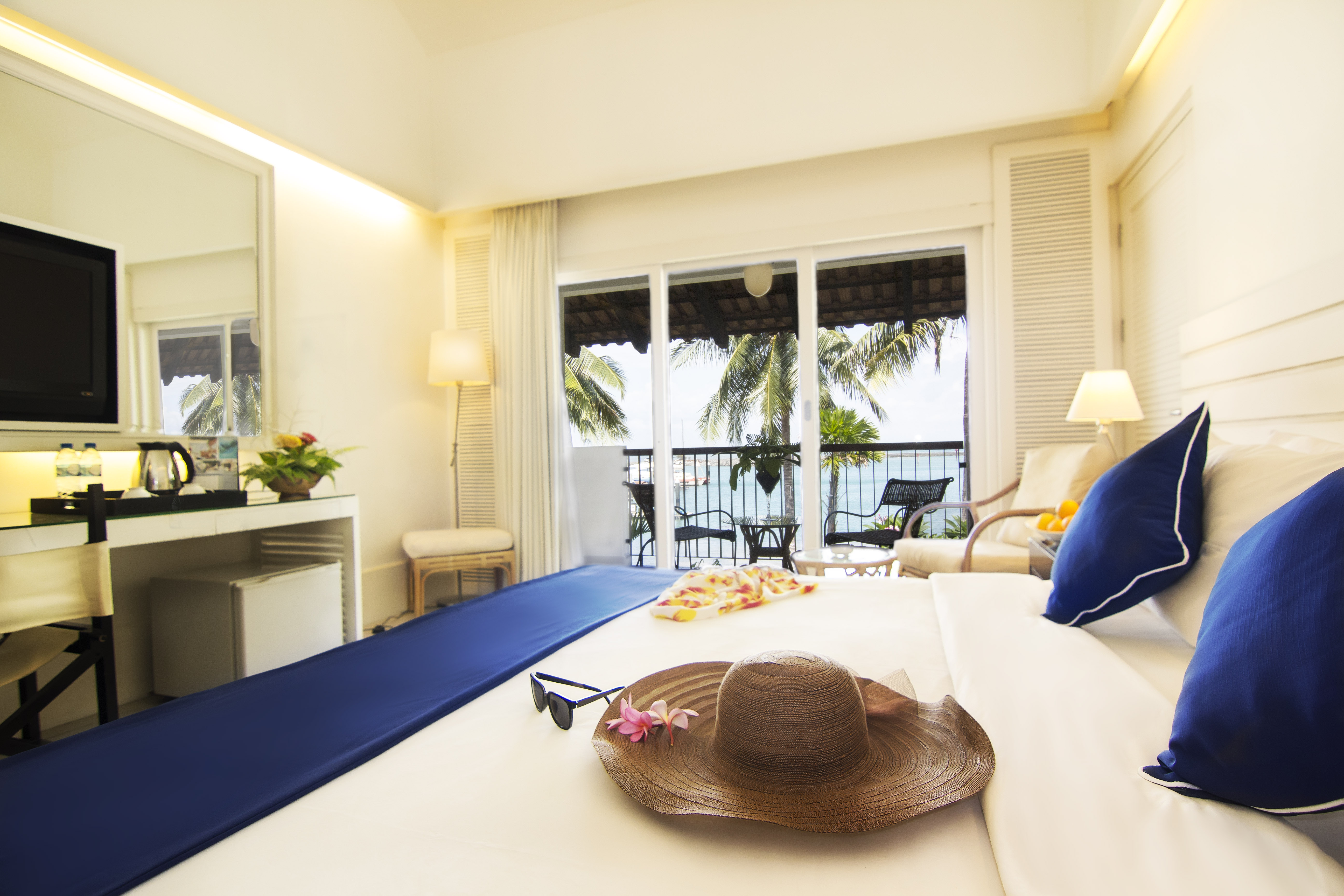 Accommodation – Deluxe Beachfront-1