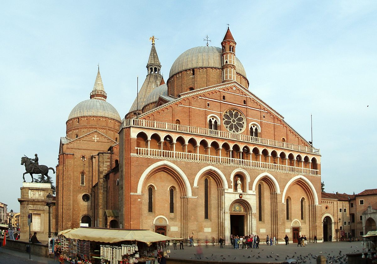1200px-Basilica_di_Sant'Antonio_da_Padova